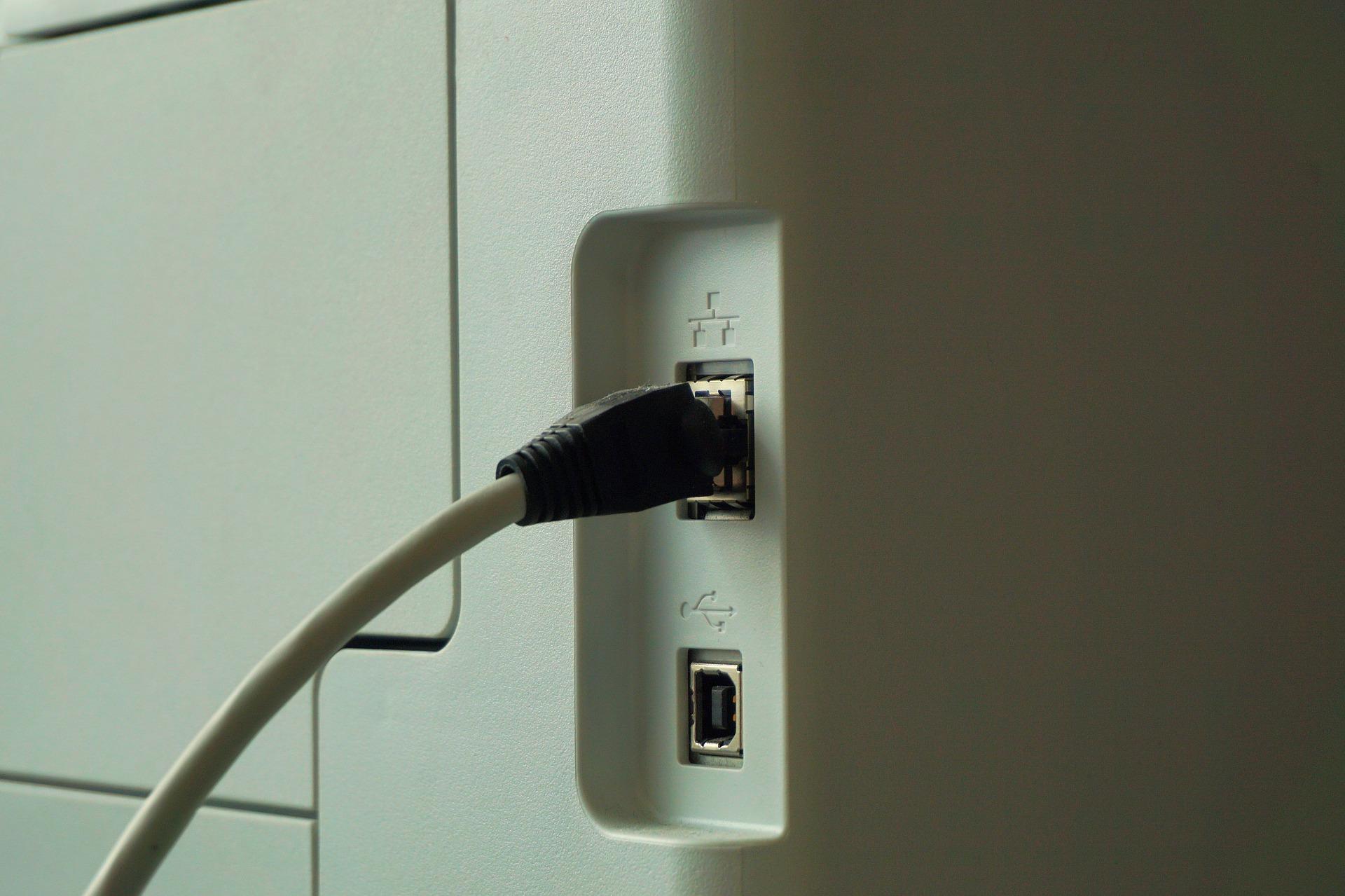 imprimante et câble USB